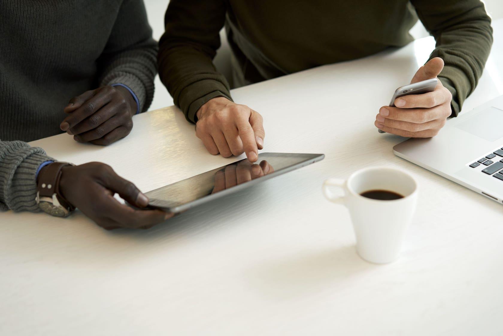 OND proactief Tablet en smartphone overleg-min (1)